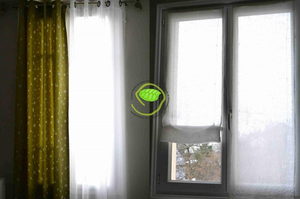 Les rideaux en lin écru Le double-rideaux vert avec des tâches de la même teinte mais tissé différemment