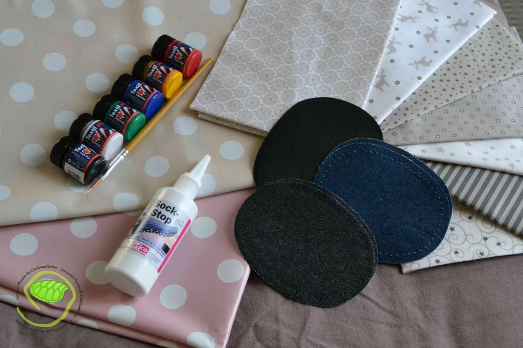Des renforts de genoux, 6 couleurs de peinture textile, 2 toiles cirées à pois, des coupons de tissus dans les tons beige et un produit antidérapant à mettre sous les chaussons