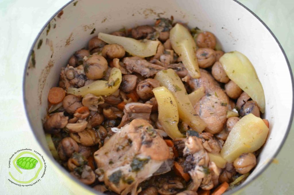 Lapin, poires, châtaignes, carottes, courgettes, champignons, petites oignons et autres aromates.