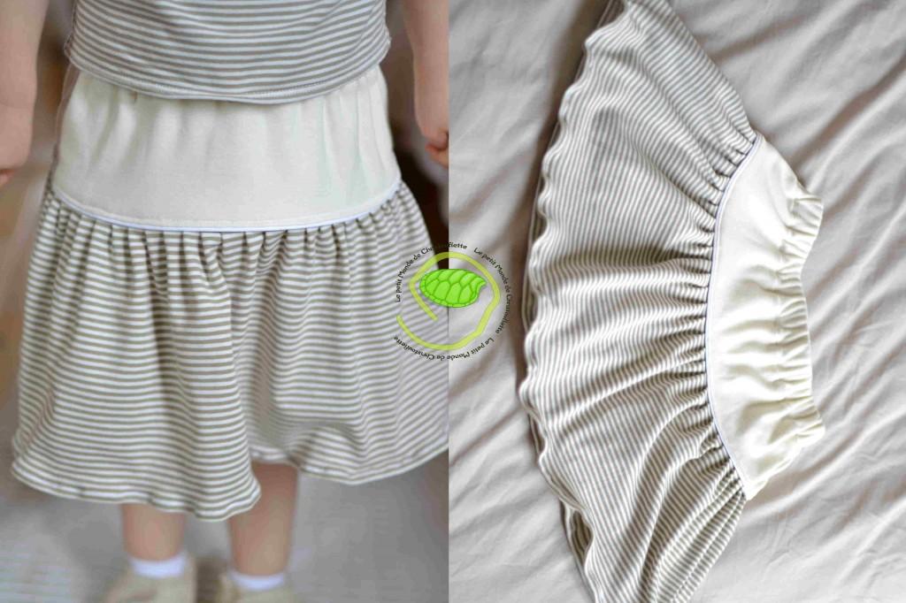 Une jupe avec une taille élastique en jersey écru et à rayures beiges et écrues accompagné d'un passepoil pour séparer les deux tissus.