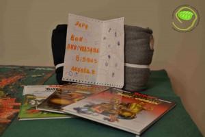 Un dessin d'Annaëlle 3 BD d'Astérix pour terminer sa collection 2 sweat-shirts pour la maison Le puzzle et la tapis étaient une petite avance ...