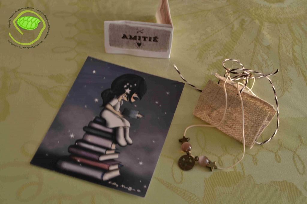 Je suis désolée pour la qualité de l'image ! Une petite carte de Lilly Muffin et un petit pendentif de ma production !