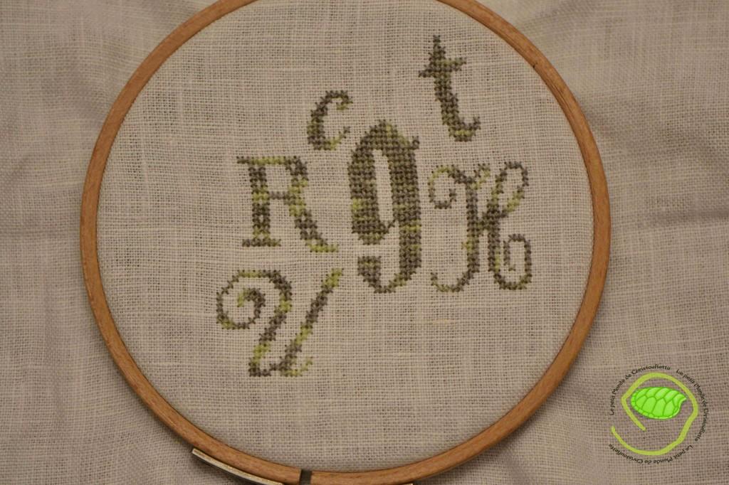 J'ai ajouté le c, g, r, t et u ! Et oui, il faut bien avancer car la dernière fois, je n'avais brodé d'une lettre !