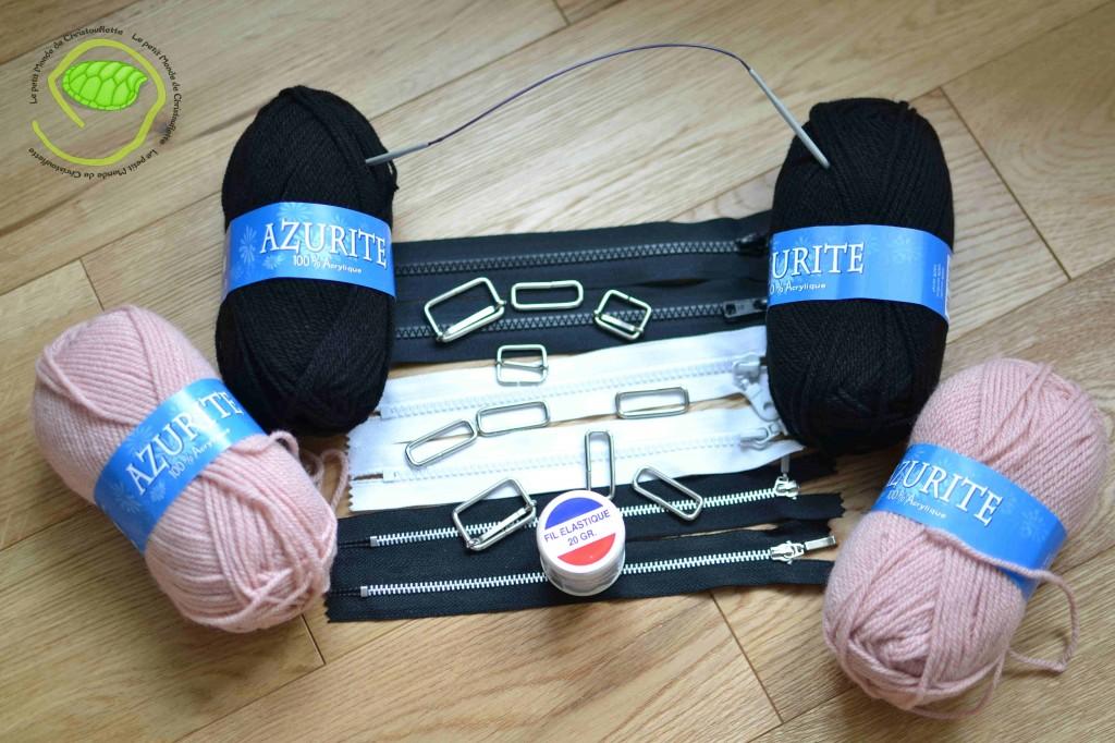 Des attaches pour sacs, des fermetures éclairs, du fil élastique, une petite aiguille circulaire et 4 pelotes.