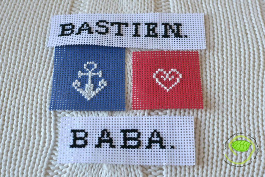 """Il a commencé par """"BABA"""" puis """"BASTIEN"""" et ensuite le coeur et la dernière est l'encre."""