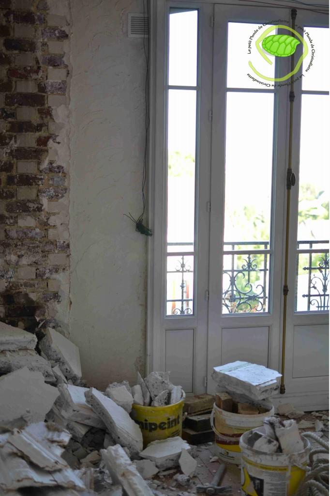 Nous avons abattu la cheminée ... c'était la dernière de l'appartement !